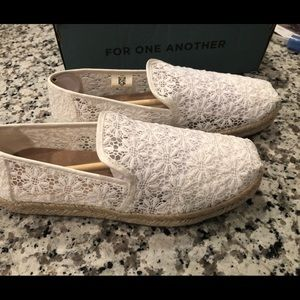 BRAND NEW Floral Lace TOMS